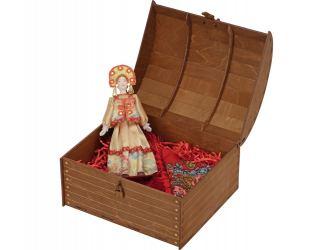 Набор Катерина: кукла в народном костюме, платок в деревянном сундуке, золтистый/красный